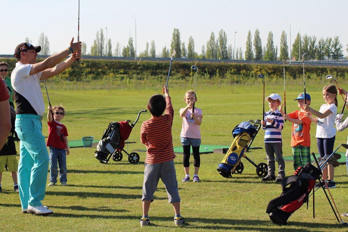 Kindergruppe beim Golftraining des Golfclub Halle e.V. - Golf im Verein für Kinder und Jugendliche