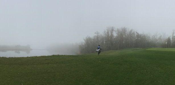 Golf spielen im Winter - Blick über den Hufeisensee