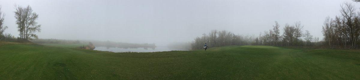 Panorama über den nebeligen Hufeisensee - Golf spielen im Winter