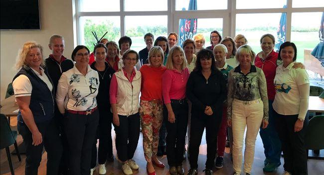 Damen-Gruppenbild des 1. Damenturniers des GC Halle